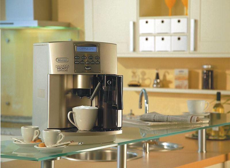 800px-DeLonghi_Kaffeevollautomat